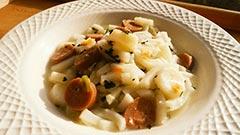 犬猫のコラーゲンキューブスープを使ったレシピ「レバーソーセージ入り煮込みうどん」