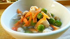犬猫の便秘におすすめレシピ「鶏肉とエンドウ豆のスープ」