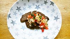 犬猫のエミュー肉を使ったレシピ「エミューのソテーサルサソース風」