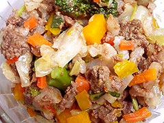犬猫のオメガ3オイルを使ったレシピ「馬肉ミンチと季節野菜たっぷりのピラフ」