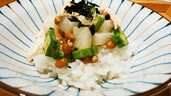 鶏胸肉レシピ「鶏胸肉の三練り丼」