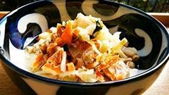 犬猫のドライフード、ハッピーラブを使ったレシピ「鮭の石狩鍋風汁かけご飯」