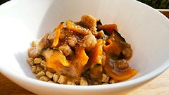 犬猫のドライフード、ハッピーラブを使ったレシピ「かぼちゃと豚ミンチの餡かけ」